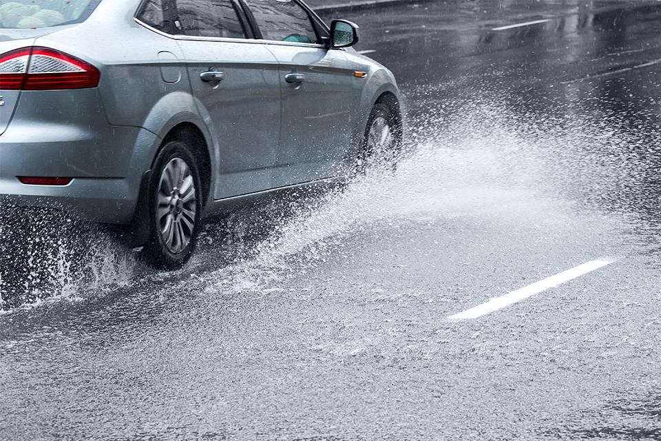 5 dicas para dirigir na chuva sem medo